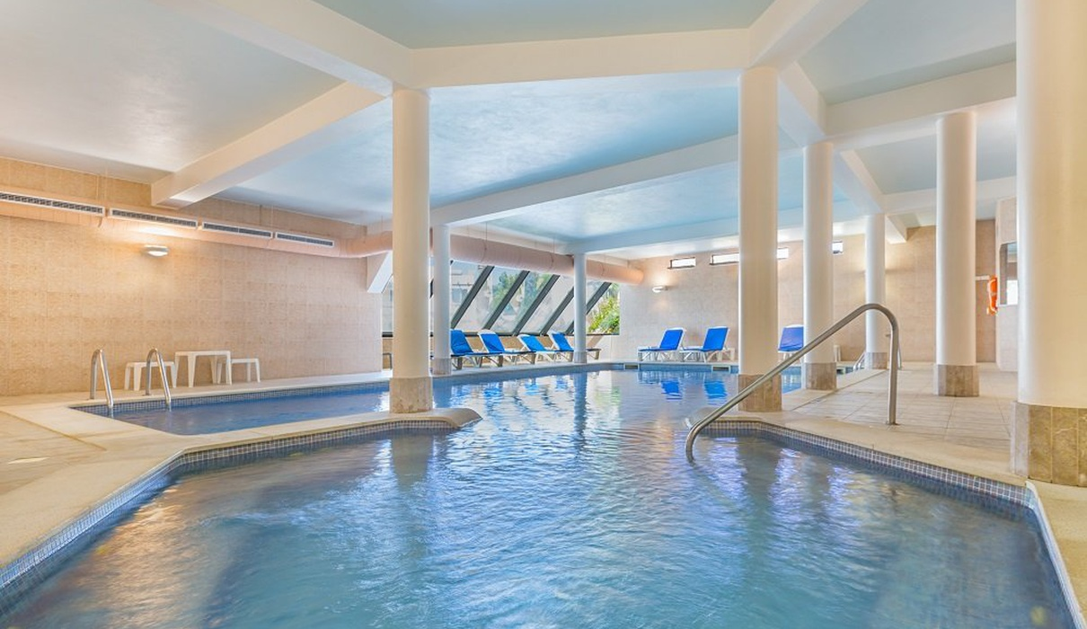 Piscina interior Hotel Balaia Golf Village Resort & Golf Albufeira